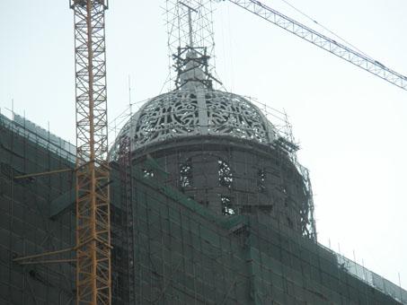 新建的高层建筑中,也难免要有穹顶