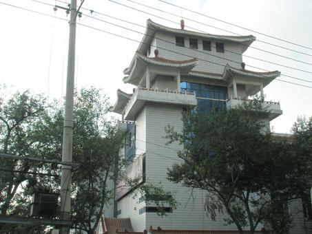 哈尔滨第三中学,中国古典式建筑,在果戈里显得非常显眼